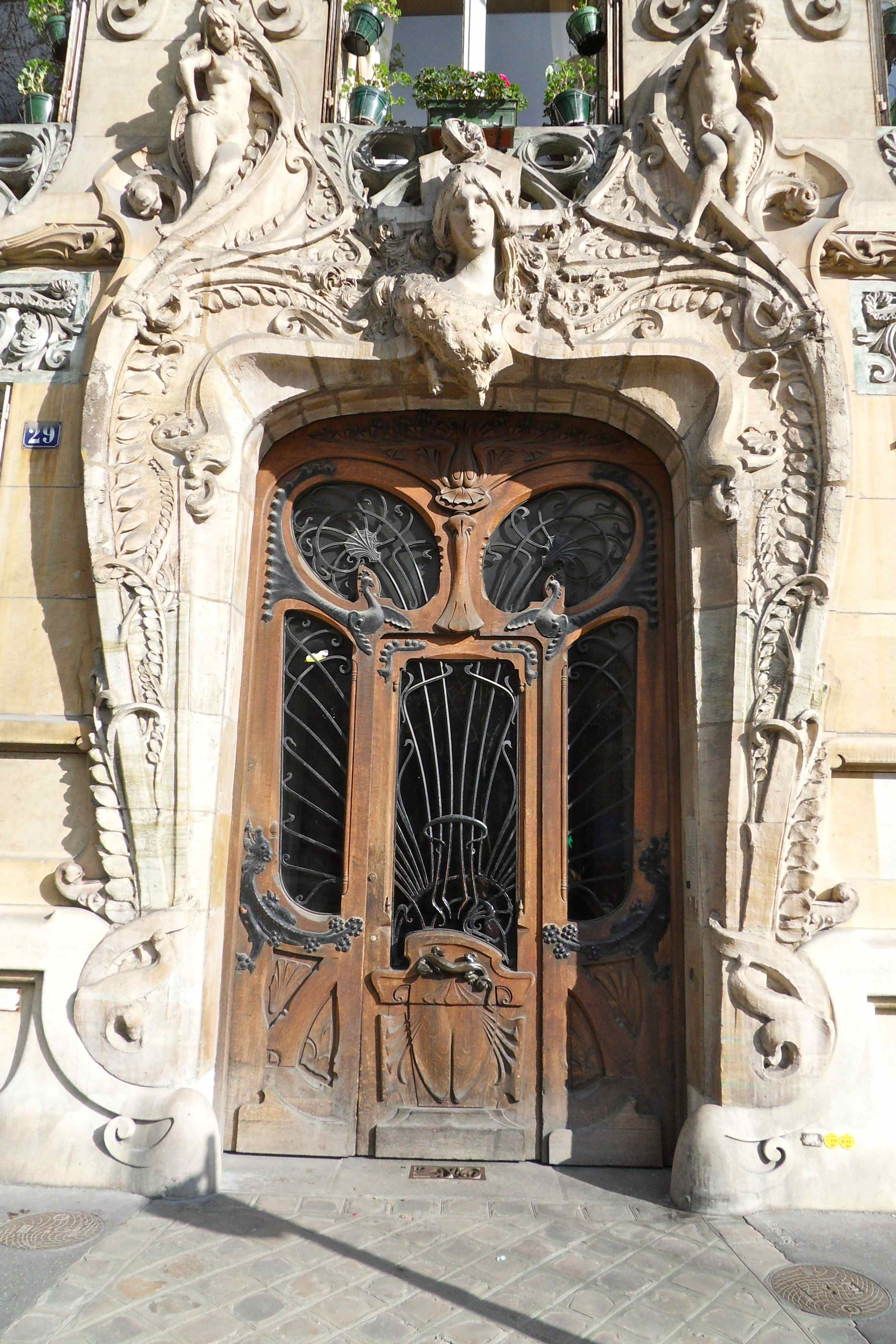 Frenchless in france the most beautiful door in paris for Architecture art nouveau